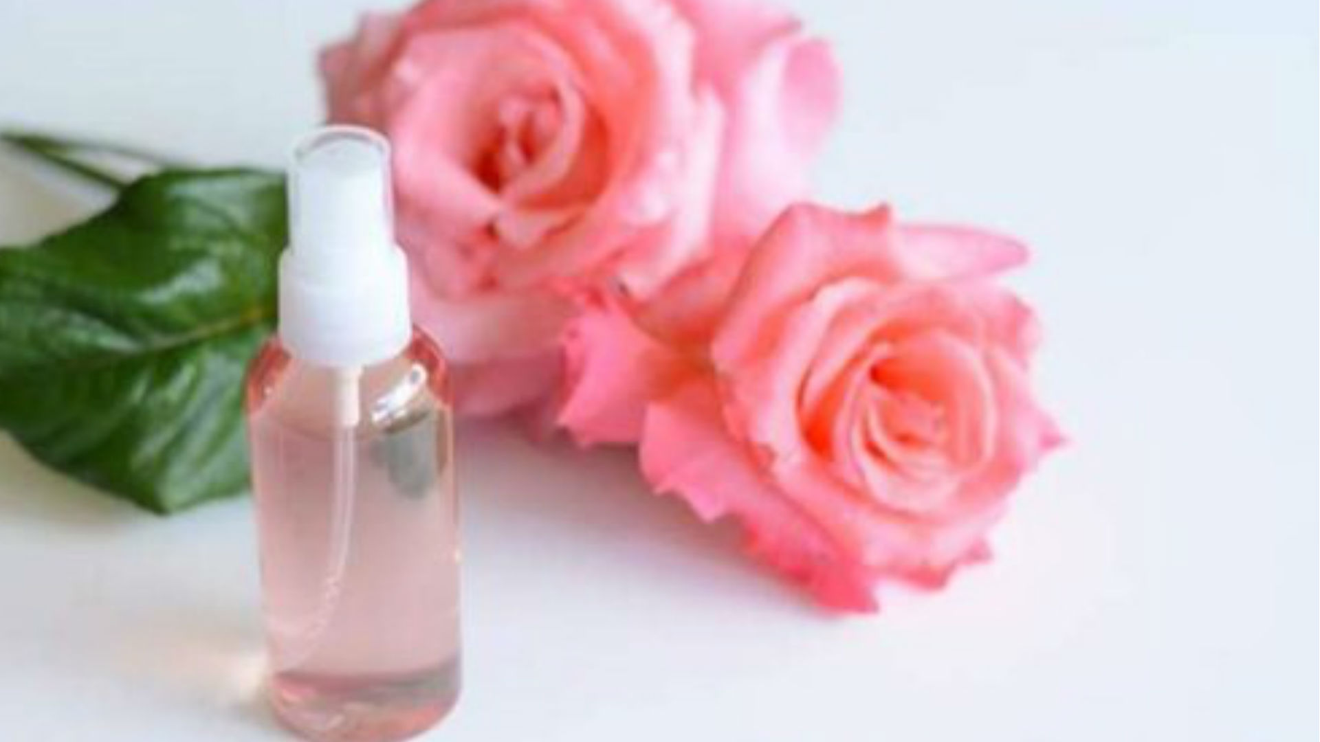 Eye Care Tips: आंखों के लिए कितना जरूरी है गुलाब जल, जानिए इसके इस्तेमाल के फायदे