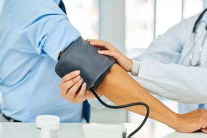 Health Tips: हाई बीपी के हैं मरीज, तो यहां जान लीजिए दवाई खाने का उचित तरीका और सही वक्त
