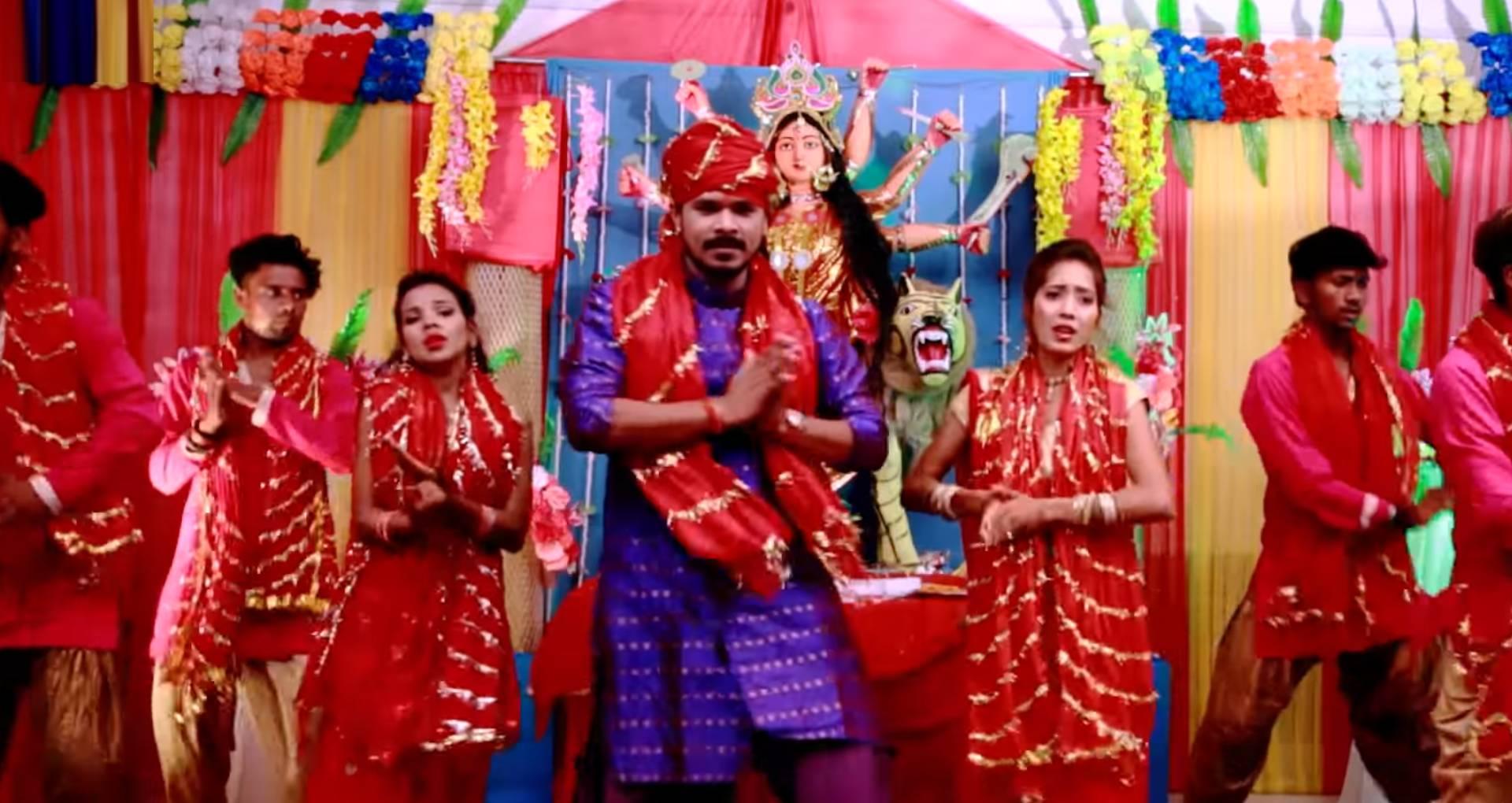 Parichh La Na Maiya Ke Song: प्रमोद प्रेमी यादव का नया देवी गीत लॉन्च, मचा रहा है हर पंडाल में तहलका