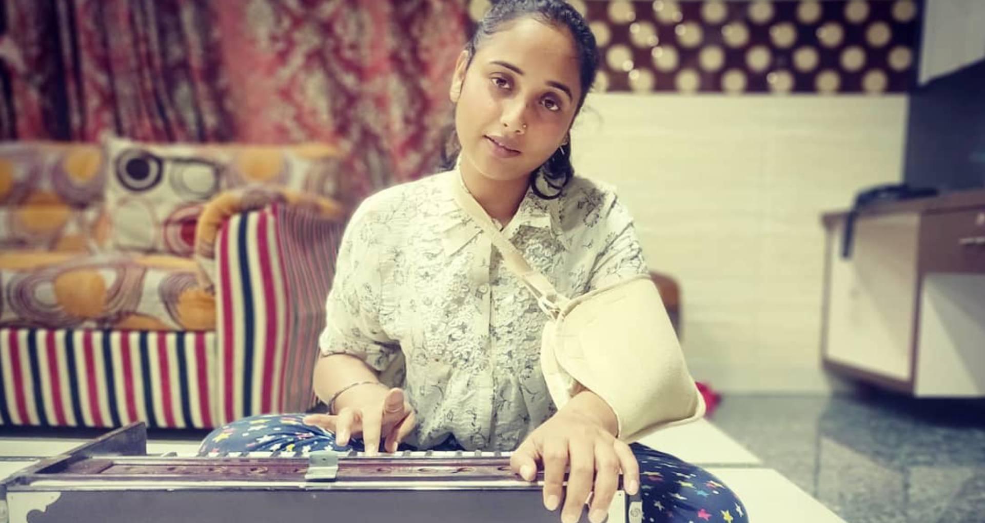 Rani Chatterjee Accident: बेड रेस्ट छोड़ काम पर लौटी रानी चटर्जी, फैंस को ऐसे बताया अपने दर्द का हाल