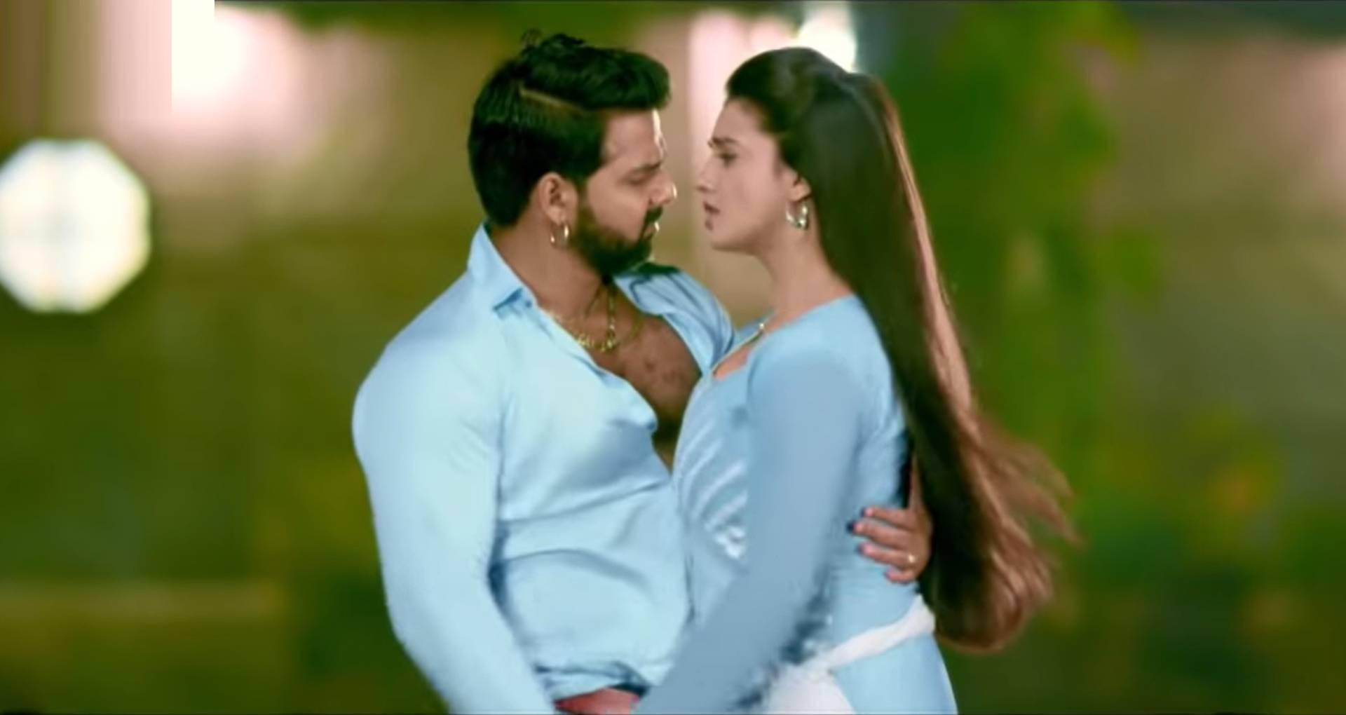 Bhojpuri Song 2019: विवादों के बीच खूब सुना जा रहा है पवन सिंह और अक्षरा सिंह का गाना, देखिए ये रोमांटिक सॉन्ग