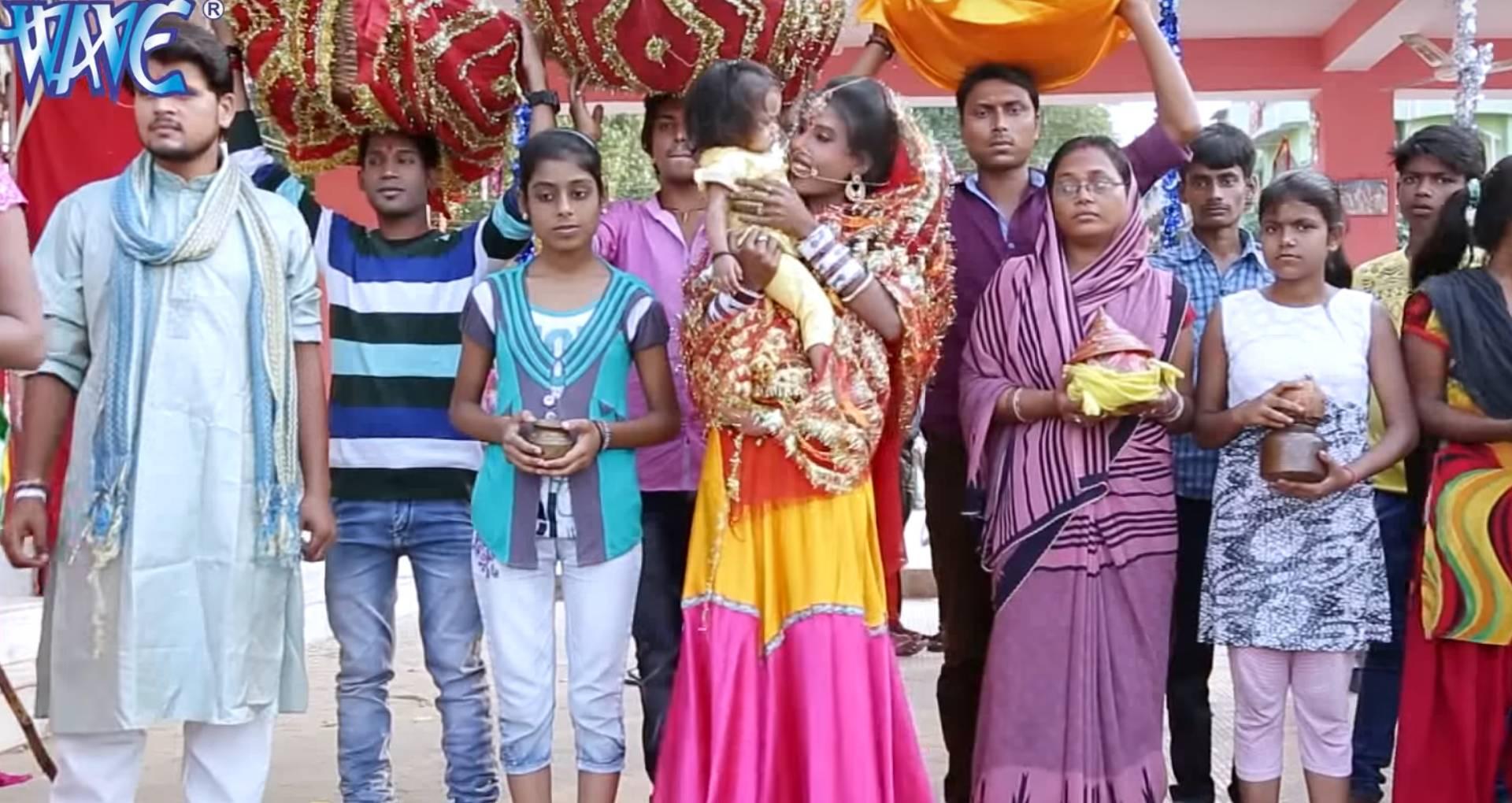 Chhath Geet 2019: शहरी पत्नी ने पहली बार रखा छठ व्रत, तो पवन सिंह छठी मईया से कर रहे हैं ये प्रार्थना
