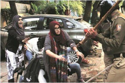 Jamia Protest: बॉलीवुड सितारों ने सोशल मीडिया पर दी अपनी राय, पढ़े पूरी रिपोर्ट