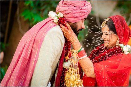 मोना सिंह ने शेयर की शादी की फोटो, भावुक हुईं रक्षंदा खान, कहा-शादी के जोड़े में बहुत खूबसूरत दिख रही थीं मोना