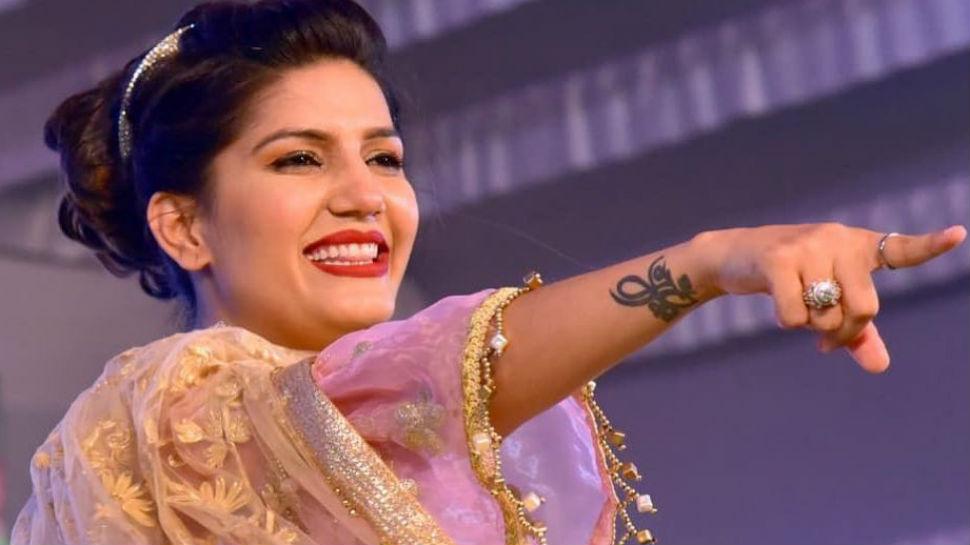 Sapna Choudhary Video: सपना चौधरी ने 'ठेके आली गली' गाने पर अपने डांस से मचाया धमाल, वायरल हुआ वीडियो