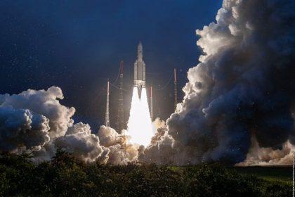 GSAT-30 Interesting Facts: इसरो का सैटेलाइट GSAT-30 हुआ लॉन्च, देखिये तस्वीरें और जानिए क्या है उसकी खासियत