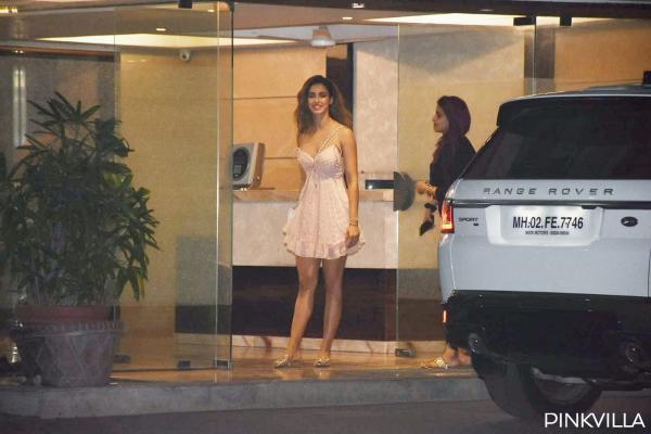 दिशा पटानीव्हाइट ड्रेस में ढाया कहर, फोटो देखते ही हो जाओगे दिशा पर फ़िदा, देखें तस्वीरें