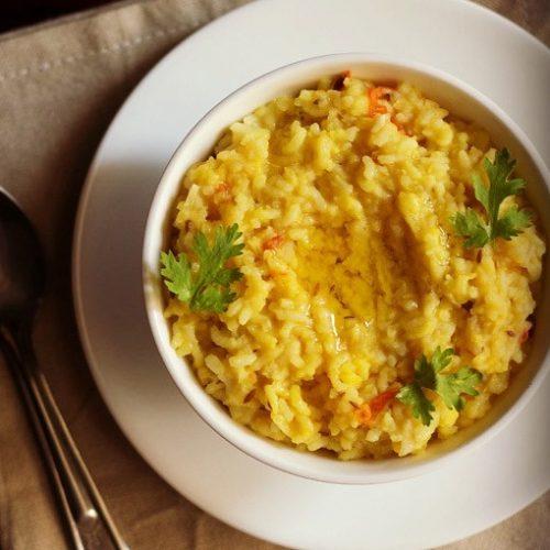 खिचड़ी खानी चाहिए क्योंकि चावल और दाल दोनों ही ग्लूटेन फ्री होता है। ग्लूटेन के कम से कम सेवन से भी आप वेट लॉस कर सकते हैं। खिचड़ी लाइट भी होती है और पच भी जल्दी जाती है।