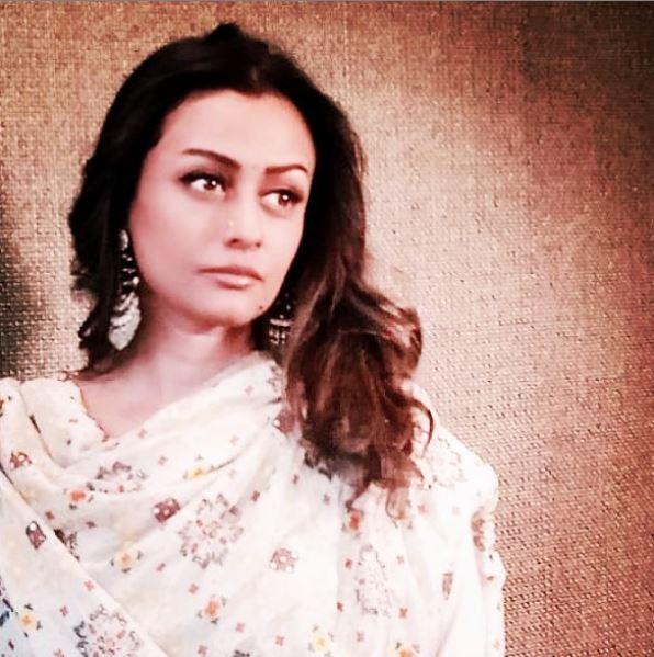 नम्रता शिरोडकर (Namrata Shirodkar) इंडस्ट्री में लोकप्रिय नामों में से एक है। वह अपनी फिल्मों जैसे 'वास्तु: द रियलिटी', 'हीरो हिंदुस्तानी', 'वामसी' के लिए लोकप्रिय हैं। पूर्व अभिनेत्री आज 47 साल की हो गई है। महेश बाबू ने अपनी प्यारी पत्नी को विश करने के लिए एक खूबसूरत तस्वीर साझा की और एक स्वीट नोट लिखा। इसमें लिखाहै,