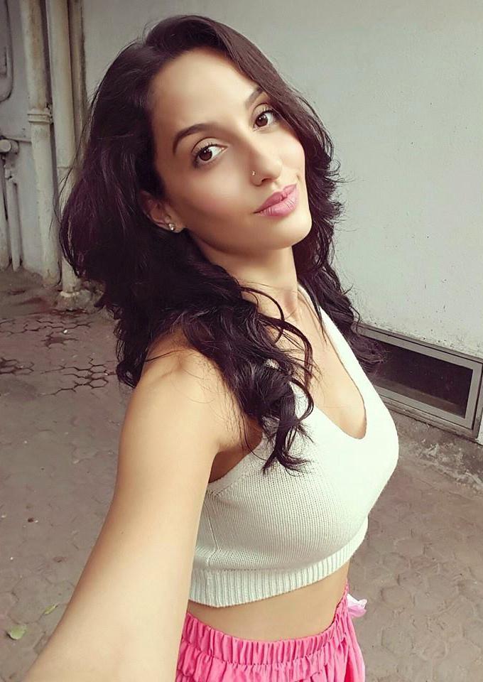 नोरा हिट टेलीविजन रियलिटी शो, बिग बॉस के बाद चर्चाओं में आई। अभिनेत्री ने कहा था कि वह सलमान खान की बहुत बड़ी प्रशंसक हैं और वह इस बात का सबसे बड़ा कारण है कि उन्होंने शो का हिस्सा बनने के लिए हां कहा।