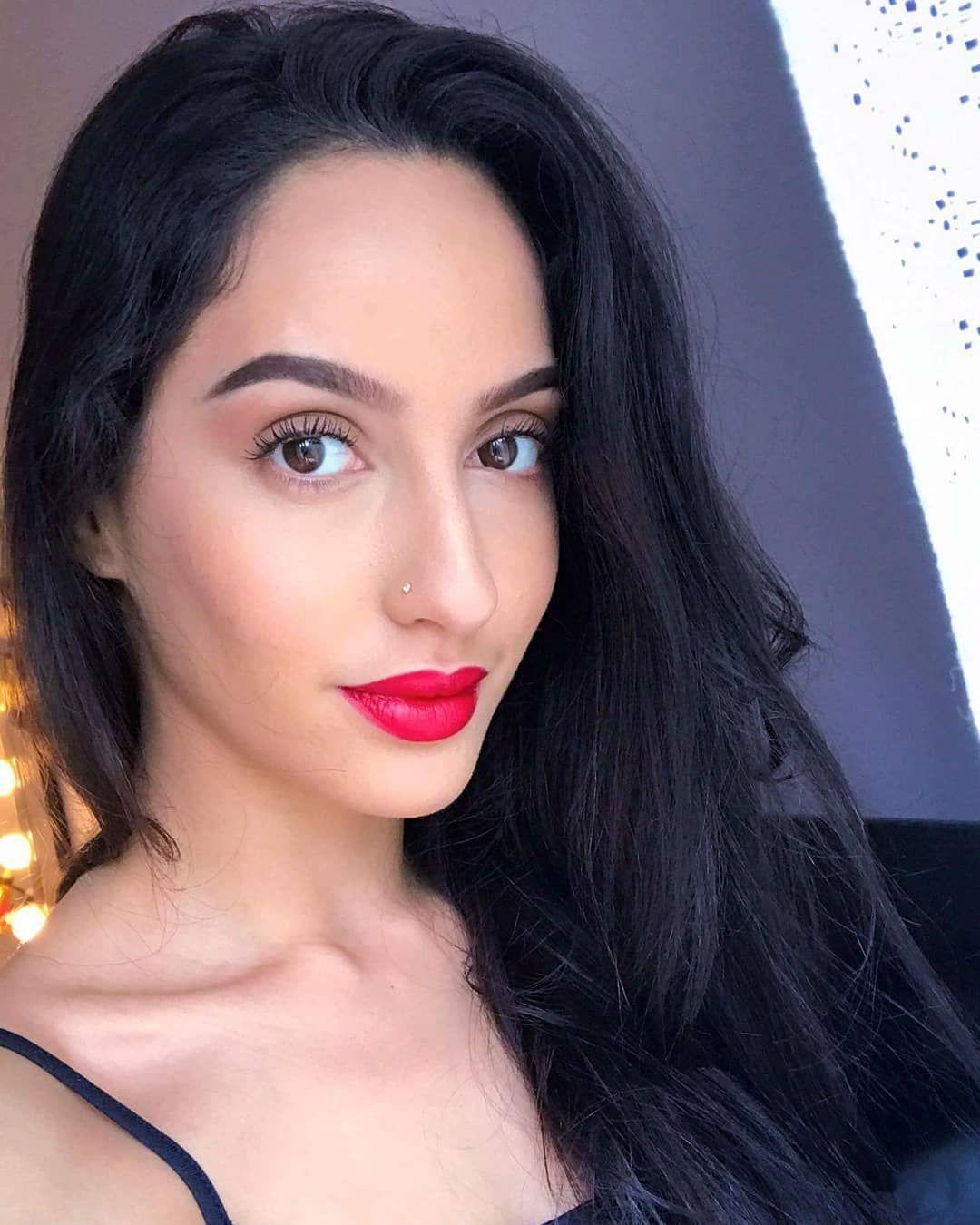 नोरा फतेही ( Nora Fatehi) निश्चित रूप से अपने ग्रूवी गानों के साथ सुर्ख़ियों में बानी रहती हैं। और अब कई सफल गानों का हिस्सा होने के बाद नोरा इस साल स्ट्रीट डांसर 3D में अभिनय करने के लिए तैयार हैं।