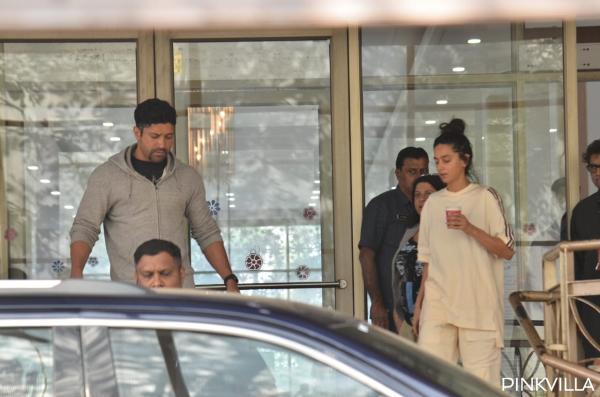 तीनों को एक साथ अस्पताल से बाहर निकलते हुए देखा गया। वे सभी थके हुए लग रहे थे और अपनी कार में जा रहे थे। डॉक्टर ने मुंबई मिरर को सूचित किया कि आज़मी को कुछ मामूली चोटें आई हैं, लेकिन वर्तमान में वह खतरे से बाहर है।
