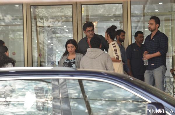 पति जावेद अख्तर, जो उनके पीछे एक ऑडी में यात्रा कर रहे थे, ने तुरंत अभिनेत्री को नजदीकी अस्पताल पहुंचाया और अंततः उसे मुंबई के उपनगरीय इलाके में एक अस्पताल में शिफ्ट कर दिया। अभिनेत्री वर्तमान में मुंबई के कोकिलाबेन अस्पताल में भर्ती हैं और उनका परिवार उनसे मिलने पहुच गया है।