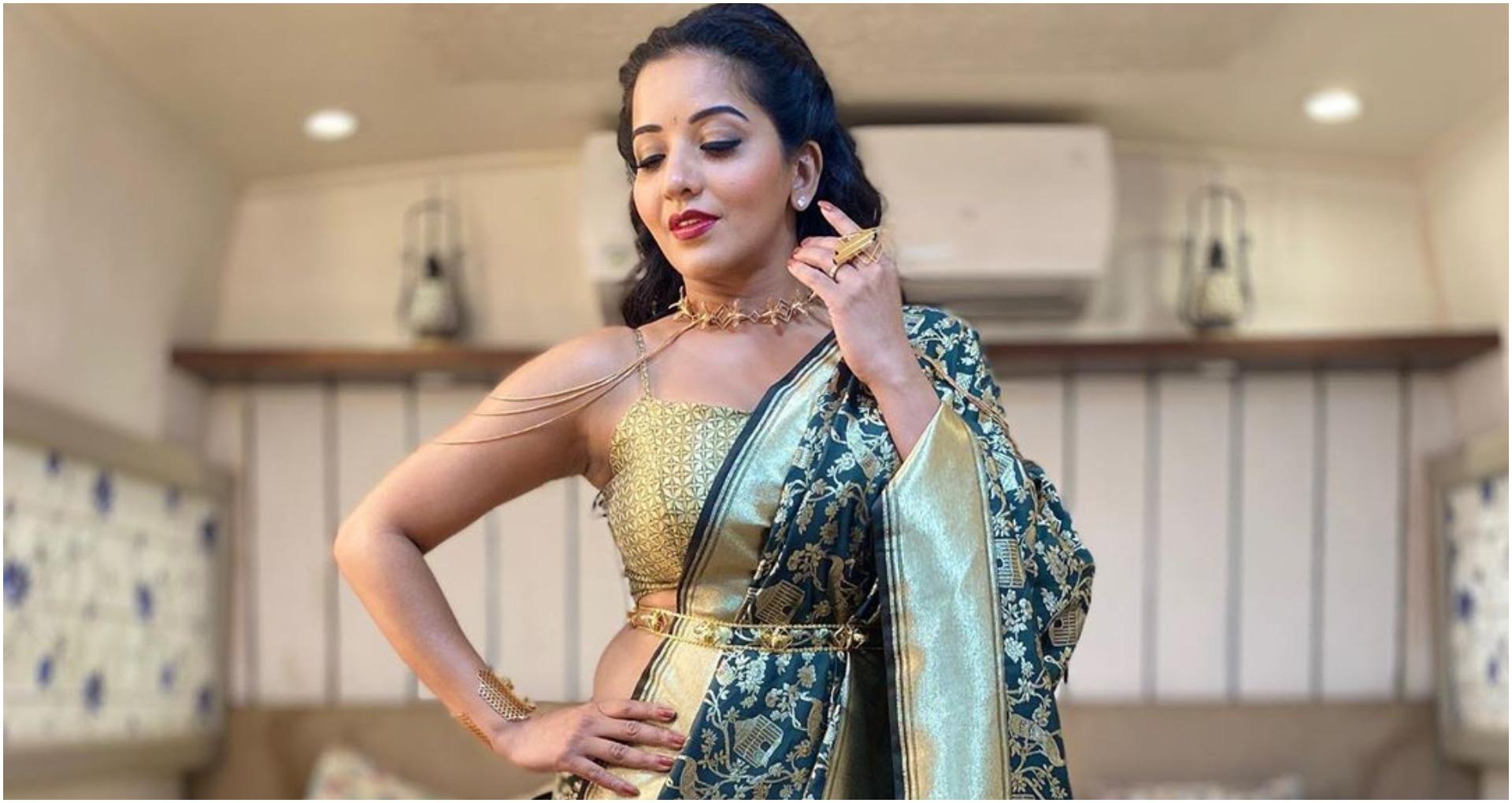 भोजपुरी अभिनेत्री मोनालिसा ने ब्लैक साड़ी पहन कर शेयर की तस्वीर, लोगों ने किया वायरल, देखें तस्वीर