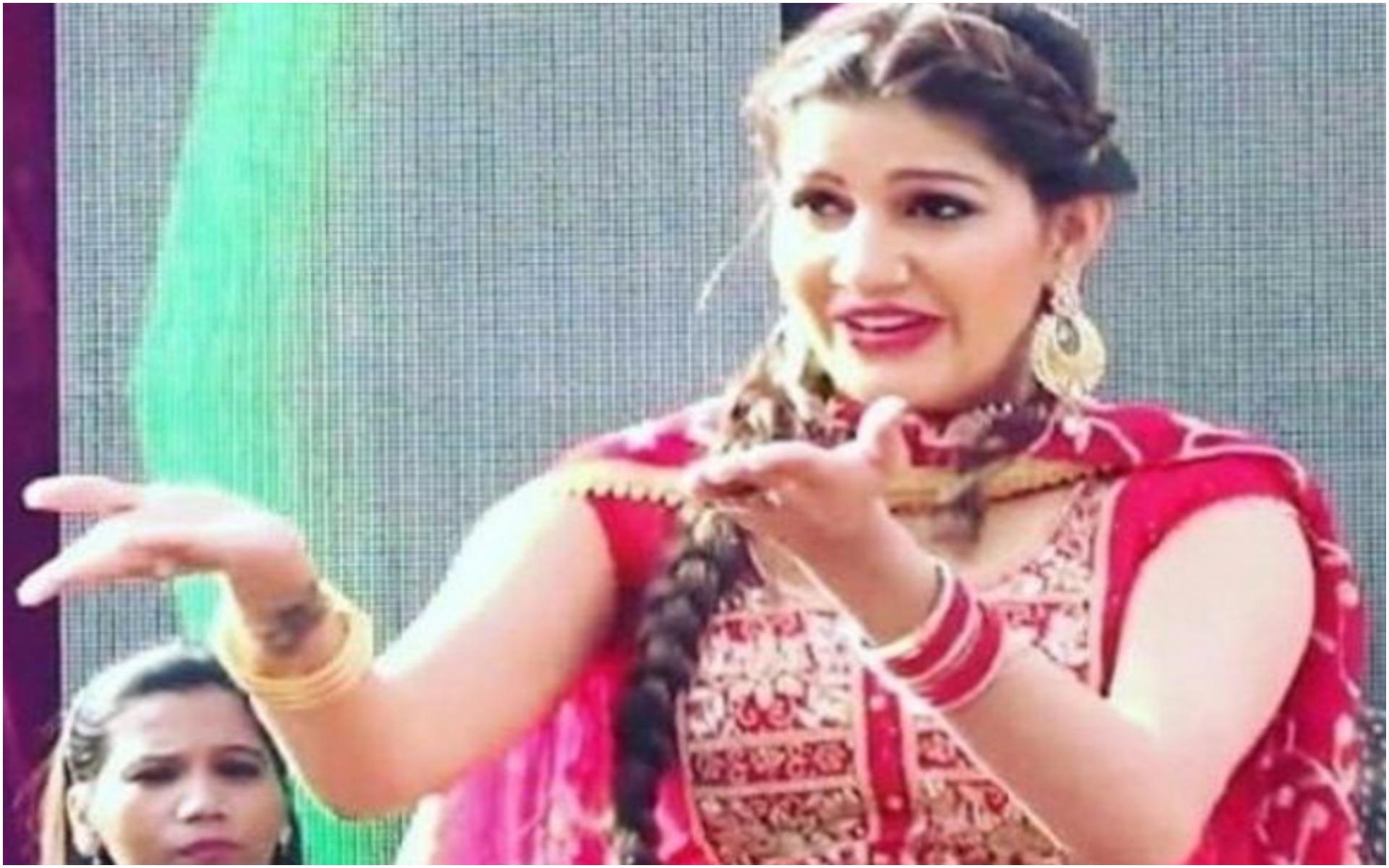 Sapna Choudhary Dance: हरियाणवी डांसर सपना चौधरी ने 'राइफल' गाने पर मचाई धूम, देखें वीडियो