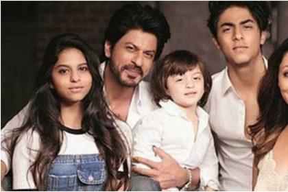 शाहरुख खान और उनके परिवार की तस्वीर (फोटो: इंस्टाग्राम)
