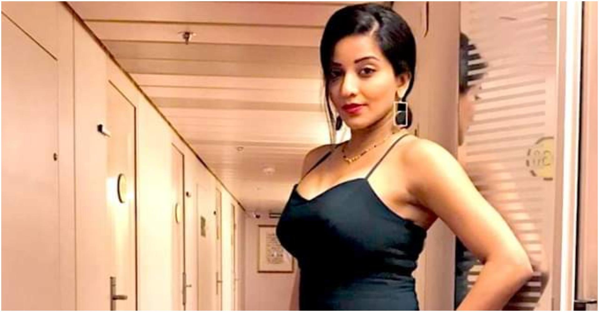 Monalisa Photos: ब्लैक टॉप और शॉर्ट्स में कहर ढा रही है मोनालिसा, फोटो देखते ही बन जाओगे दिवाने!