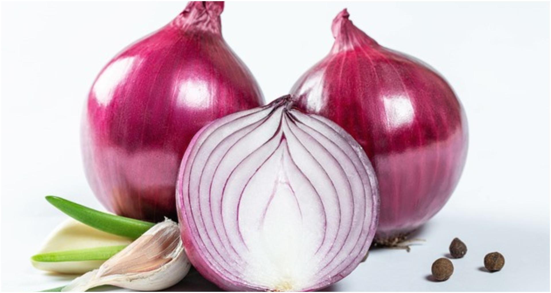Onion Health Benefits: प्रतिदिन कच्चे प्याज खाने के फायदे को देखकर दंग हो जायेंगे आप, आज से ही खाना शुरू करे