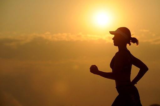 इम्युनिटी बढ़ाता है: अखरोट में एंटीऑक्सीडेंट गुण होते हैं जो इम्युनिटी को बढ़ाते हैं और शरीर को उम्र बढ़ने, कैंसर और न्यूरोलॉजिकल विकारों से बचाते हैं।