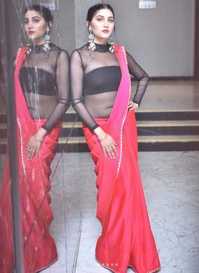 Sapna Choudhary Photos In Red Saari - Sapna Choudhary Photos: लाल साड़ी पहन  फैंस के होश उड़ा रही हैं सपना चौधरी, देखें तस्वीरें - Hindi Rush - photo  gallery
