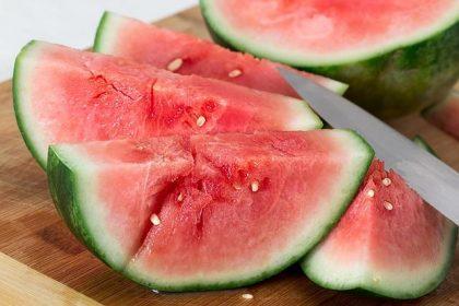 Watermelon Health Benefits: तरबूज खाने के फायदे जानकर रोज़ खाएंगे ये फल, किडनी और हड्डियों के लिए है लाभदायक