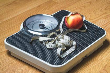 Intermittent Fasting Diet Plan फिट रहने की एक प्रक्रिया है। कुछ शोधकर्ताओं का कहना है कि वजन कम करने और बेहतर स्वास्थ्य के लिए इस तरह की खाने की आदत फायदेमंद हो सकती है। कुछ लोगों का मानना है कि यह नियमित आहार योजनाओं की तुलना में बेहतर और आसान है। प्रत्येक व्यक्ति के लिए, रुक-रुक कर उपवास अलग-अलग शैलियों के अनुसार अलग-अलग लोगों को सूट करता है। यहां, हमने Intermittent खाने के5 स्मार्ट तरीके एकत्र किए हैं, जिन्हें आप आसानी से वजन घटाने और नियंत्रण के लिए अपना सकते हैं। रुक-रुक कर उपवास करने के तरीकों की जाँच करें।