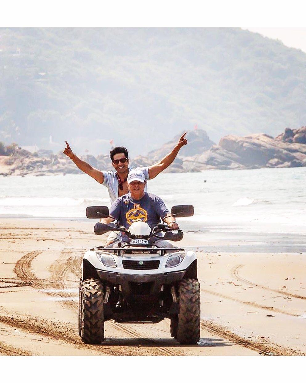 David Dhawan संग Varun Dhawan ने शेयर की फोटो