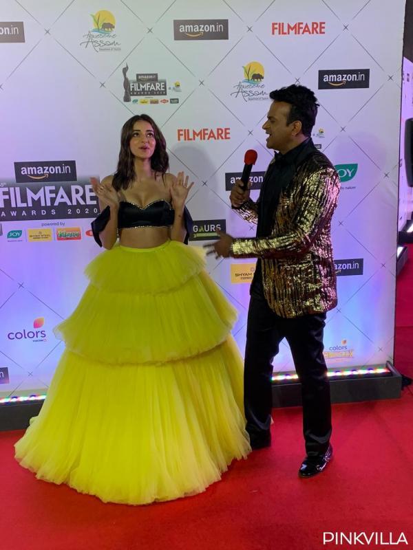 अनन्या पांडे यहाँ ब्लैक एंड येलो ड्रेस में नजर आईं। अपने वेवी वेट लुक हैरस्टीले में अनन्या ने अपने आपको बहुत खूबसूरती से कैरी किया है। अनन्या की फिल्मों की बात की जाए तो वो जल्द ही ईशान खट्टर के साथ फिल्म 'खाली पिली' में नजर आने वाली हैं।