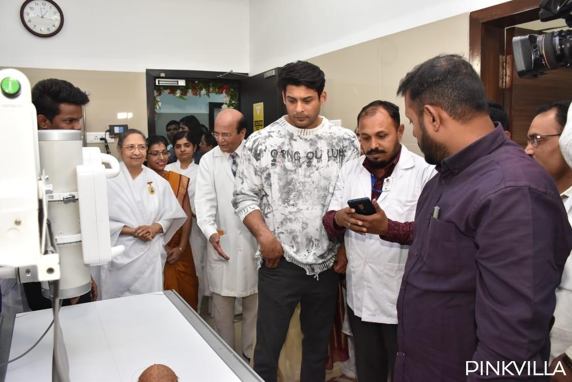 सिद्धार्थ शुक्ला (Sidharth Shukla) तब से लाइमलाइट चुरा रहे हैं जब से उन्होंने कलर्स रियलिटी शो बिग बॉस 13 में भाग लिया था। उनके झगड़े से लेकर उनके दोस्तों के समर्थन तक, अभिनेता ने दर्शकों का दिल चुरा लिया। हाल ही में सिद्धार्थ ने मुंबई स्थित एक अस्पताल का वॉर्ड इनॉग्रेशन किया। जिसकी कुछ तस्वीरें सामने आई हैं।