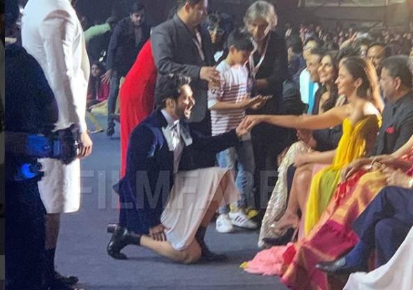 Filmfare Awards 2020: आयुष्मान, विक्की और कार्तिक थिरके 80s और 90s गाने पर, वरुण धवन ने आलिया को किया प्रोपोज़