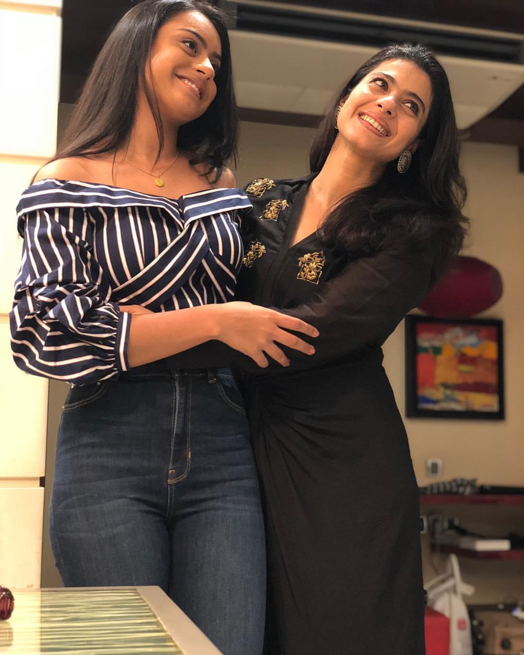 माँ से लव एडवाइस:एक टॉक शो में, काजोल ने हाल ही में उल्लेख किया है कि निसा हमेशा प्रेम सलाह के लिए उनके पास आएगी। अजय को एक सुरक्षात्मक पिता के रूप में उल्लेख करते हुए, काजोल ने साझा किया,