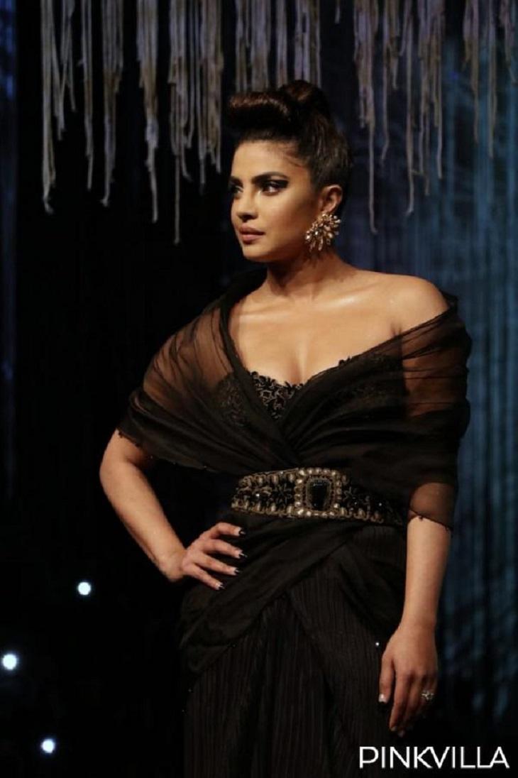 और अब पता चल कि प्रियंकाहमेशा से ही फैशन को लेकर आगे रही हैं और जब भी किसी फैशन इवेंट्स की बात होती है तो प्रियंका उसे मिस नहीं करतीं!