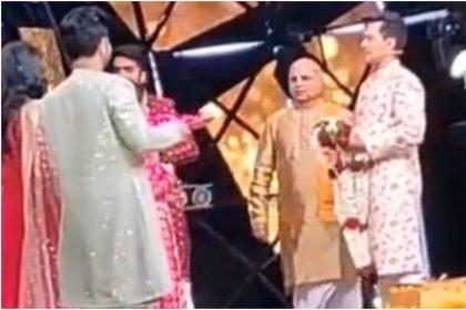Neha and Aditya Wedding: नेहा कक्कड़ और आदित्य नारायण ने इंडियन आइडल 11 के सेट पर की शादी, वीडियो हुआ वायरल