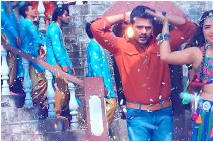 Bhojpuri Video Song: Khesari Lal Yadav and Amrapali Dubey song Laga Ke Vaseline went viral
