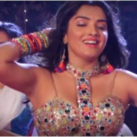 Amrapali Dubey sexy dance on song 'Piya Mera Kuch Nahin Kiya' went viral on internet