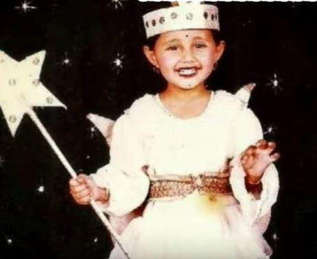 रश्मि देसाई-रश्मि देसाई एक परी के रूप में अपने फैंसी ड्रेस प्रतियोगिता में कितनी सुंदर लग रहीहैं।