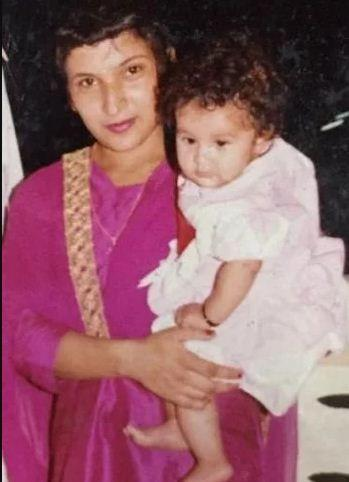 शहनाज़ गिल -शहनाज कौर गिल, जो सबसे प्रसिद्ध प्रतियोगियों में से एक हैं, निश्चित रूप से जब वो बच्ची थी तो गुड़िया जैसी दिखती थीं।