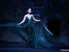 Lakme Fashion Week 2020: लैक्मे फैशन वीक में दिखीं करीना कपूर खान की दिलकश आदाएं! देखें फोटोज