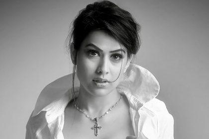 टीवी इंडस्ट्री की नागिन निया शर्मा ने अपने फैन्स से अलग ही अंदाज़ में अपील की बोलीं भाड़ में जाएं, भीड़ में
