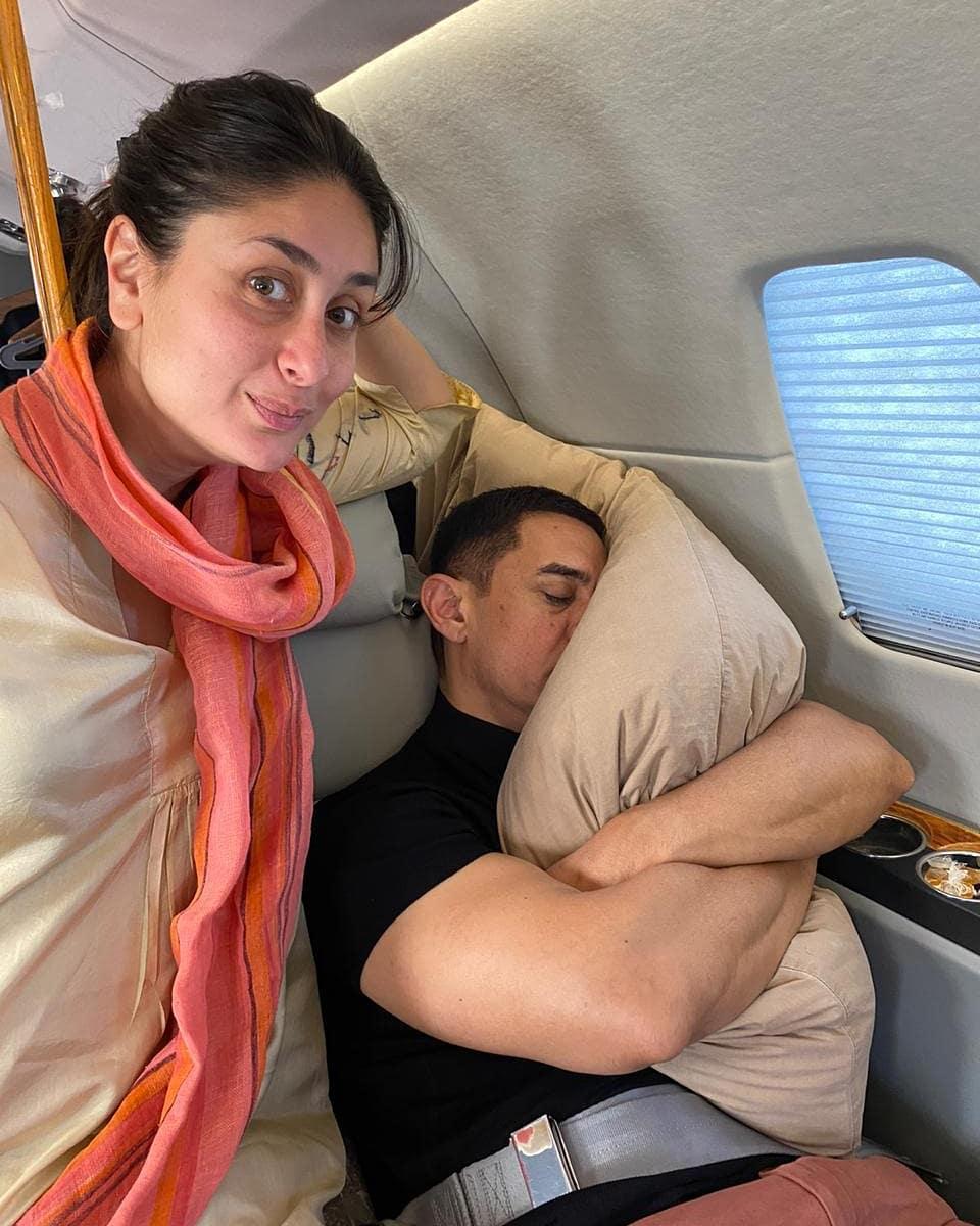 सभी लोग जानते हैं कि आज आमिर खान अपना जन्मदिन मना रहे हैं। यह भी सभी जानते होंगे कि आमिर इन दिनों से लाल सिंह चड्ढा के लिए शूटिंग कर रहे हैं और उनका साथ दे रही हैं करीना कपूर खान। खैर, करीना ने अपने सोशल अकाउंट पर आमिर की एक बेहद फनी तस्वीर शेयर की है जो कि सोशल मीडिया पर वायरल हो रही है। करीना ने आमिर के साथ अपनी एक सेल्फी को शेयर करते हुए लिखा है कि मेरे फेवरेट को-स्टार तो आमिर खान का पिलो है। करीना द्वारा शेयर की गई इस तस्वीर में आप देख सकते हैं कि आमिर खान अपने पिलो को गले लगाए फ्लाइट में सो रहे हैं और करीना वही उनके पास तस्वीरों के लिए पोज दे रही हैं।