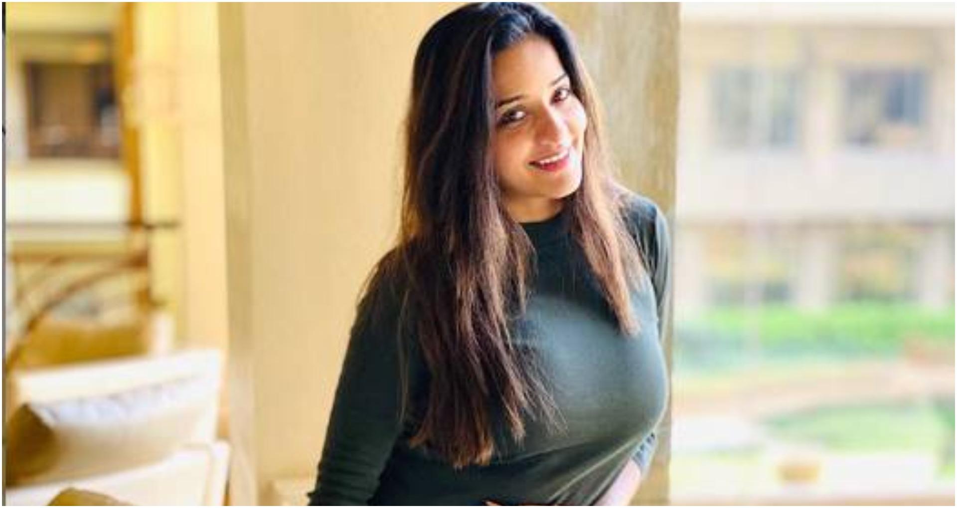 भोजपुरी अभिनेत्री मोनालिसा ने शेयर की नई तस्वीर, लोग उनकी अदाओं पर हो गए फ़िदा, तस्वीर हुई वायरल