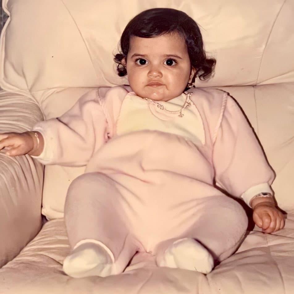 Bollywood की सुपरस्टार एक्ट्रेस बचपन से ही है आकर्षित जिसे देख कोई भी हो जाता है दीवाना, क्या आपने पहचाना कौन?