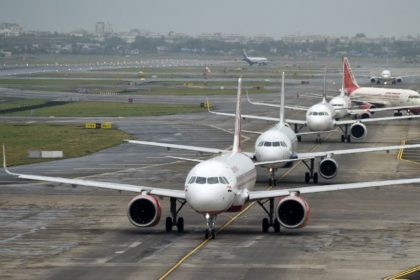 लॉकडाउन में मुंबई एयरपोर्ट ने बनाये नए गाइडलाइन, आदेश मिलने पर उड़ान भरने को तैयार