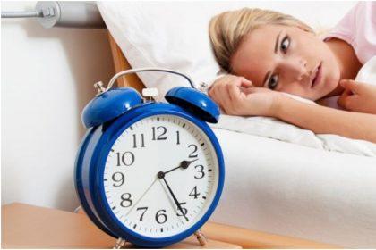 Lockdown Sleep Schedule: रात में नींद नहीं आती है? आपनाये ये नुस्खे आप को ज़रुर आएगी नींद