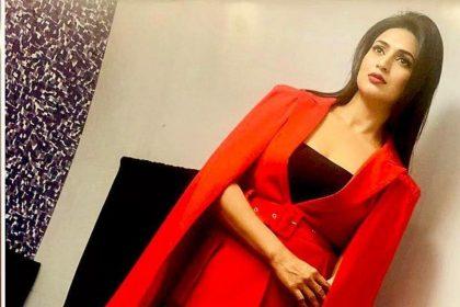 Divyanka Tripathi Dahiya का ये फॉर्मल लुक देख आप भी हो जाएंगे उनके दीवाने, रेड ब्लेजर में लग रहीं है कातिल