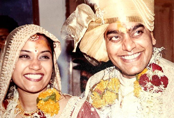 आशुतोष राणा और रेणुका शहाणे की शादी को हुए पूरे 19 साल, इस ख़ास अंदाज में दोनों ने मनाया शादी की सालगिरह