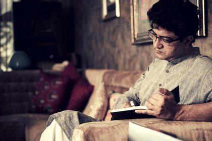 प्रसून जोशी ने कोरोना पर लिखी शानदार कविता, अबकी बोले- शर्म की बात है…