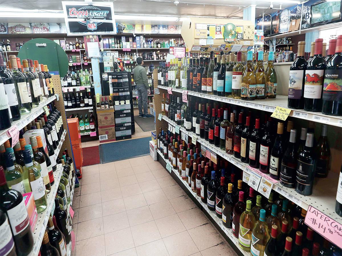 दिल्ली सरकार ने शराब की सरकारी दुकानों की मांगी लिस्ट, सरकारी दुकानें खुलने की उम्मीद