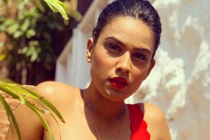 Nia Sharma Photos: निया शर्मा इस रेड ड्रेस में लग रही हैं बला की खूबसूरत, देखें तस्वीरें