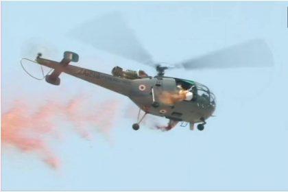 वायु सेना ने दिल्ली सहित अन्य राज्यों में कोरोना योद्धाओं पर बरसाए फूल, देखें तस्वीरें